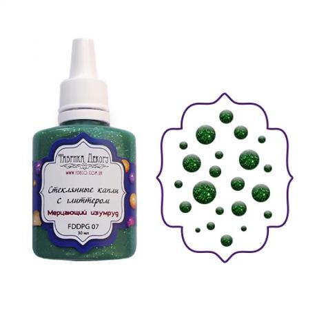 Vedelad klaastilgad säraga (Drops). Särav smaragd